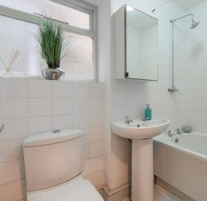 Bathroom Home Staging Oval
